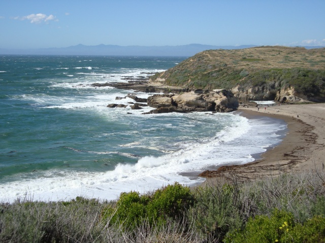 Broader view of the beach and coastline at Montana De Oro, California (c) Sherri Matthews 2014