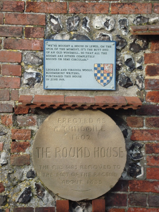 Historical plaque on The Round House, Lewes, Sussex (c) Sherri Matthews 2015
